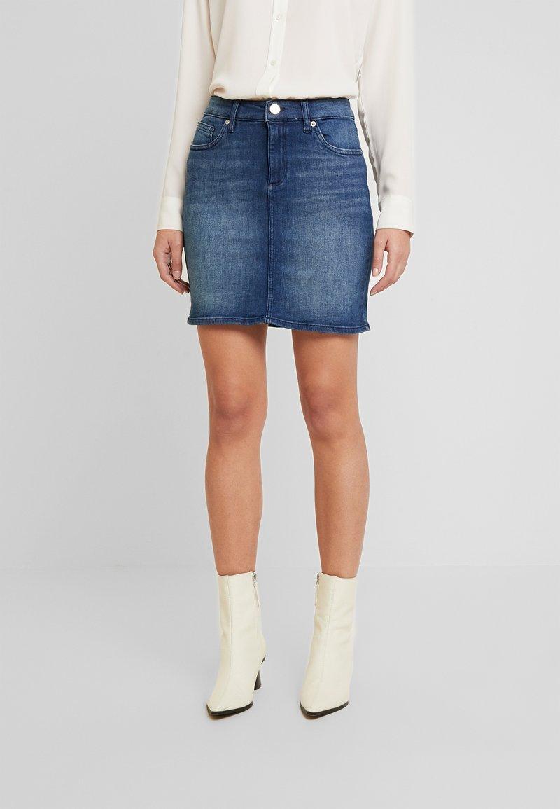 Q/S designed by - ROCK KURZ - Denimová sukně - blue denim