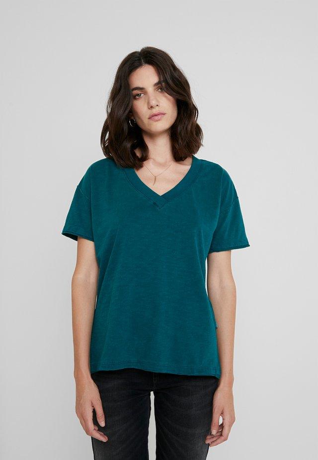 KURZARM - Basic T-shirt - tropical green
