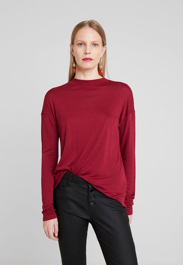 Langærmede T-shirts - cabernet
