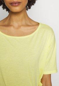 Q/S designed by - T-shirt basique - lemon sorb - 4
