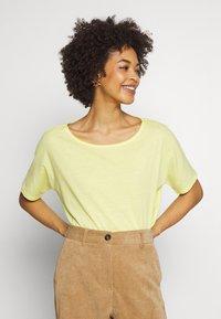 Q/S designed by - T-shirt basique - lemon sorb - 0