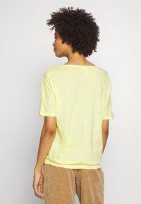 Q/S designed by - T-shirt basique - lemon sorb - 2