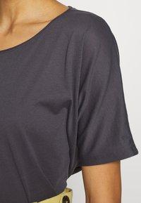 Q/S designed by - T-shirt basic - asphalt - 4