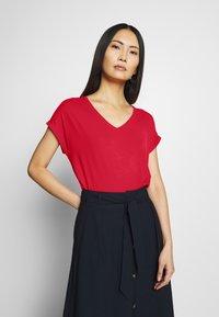 Q/S designed by - KURZE ÄRMEL - T-shirt basique - red - 0