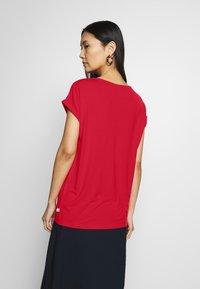 Q/S designed by - KURZE ÄRMEL - T-shirt basique - red - 2