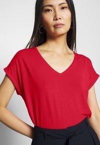 Q/S designed by - KURZE ÄRMEL - T-shirt basique - red - 4