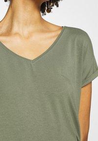 Q/S designed by - KURZE ÄRMEL - T-Shirt basic - green - 5