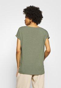 Q/S designed by - KURZE ÄRMEL - T-Shirt basic - green - 2