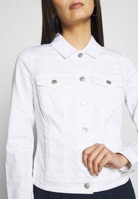 Q/S designed by - OUTDOOR  JACKE - Denim jacket - white - 4