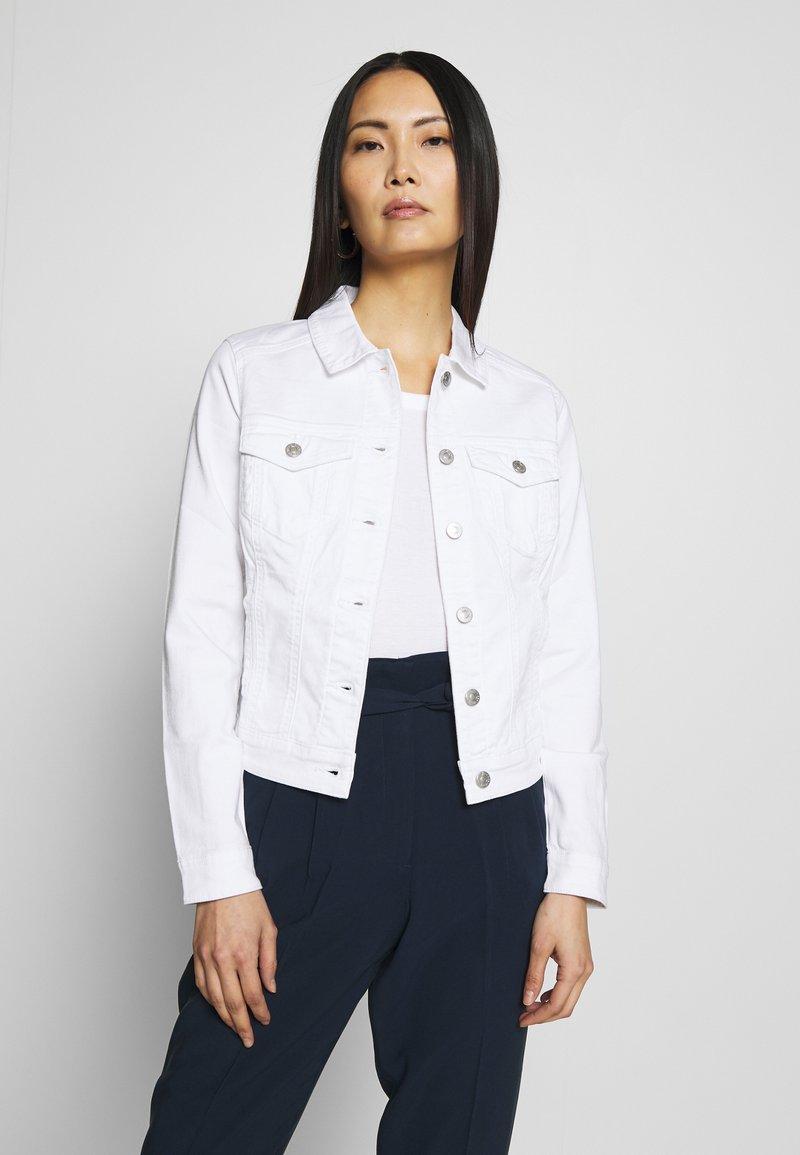 Q/S designed by - OUTDOOR  JACKE - Denim jacket - white