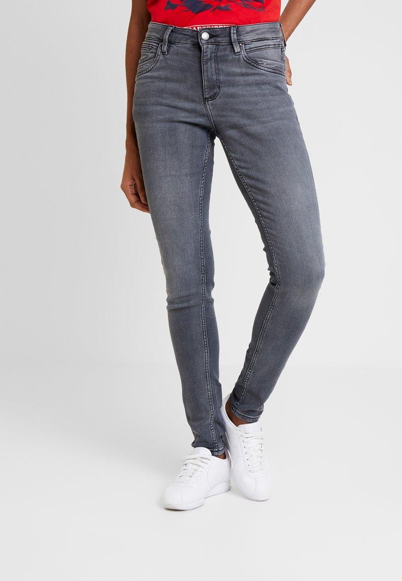 Q/S designed by - Vaqueros slim fit - grey/black