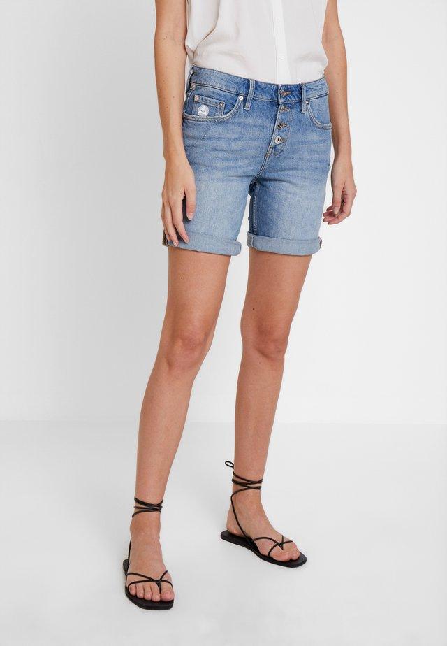 HOSE KURZ - Jeans Shorts - blue denim
