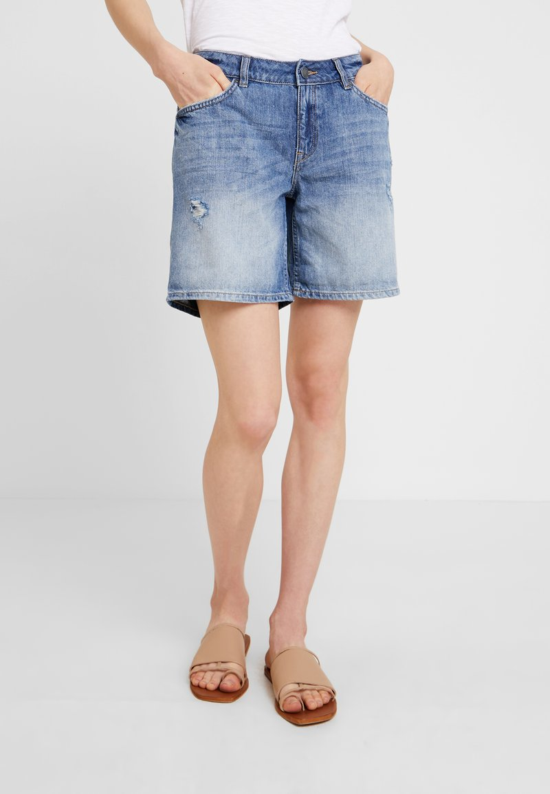 Q/S designed by - DESTROY - Denim shorts - blue denim