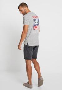 Q/S designed by - T-shirt print - grey - 3