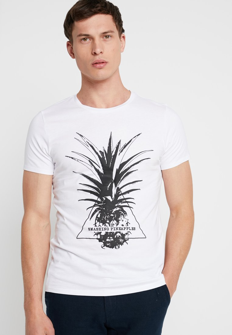 Q/S designed by - KURZARM - Print T-shirt - white
