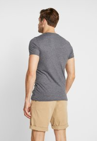 Q/S designed by - KURZARM - T-shirt med print - black grey - 2
