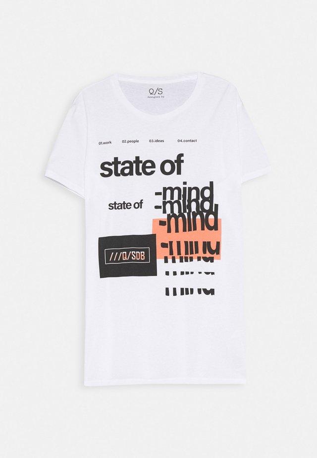 T-SHIRT KURZARM - T-shirt con stampa - white