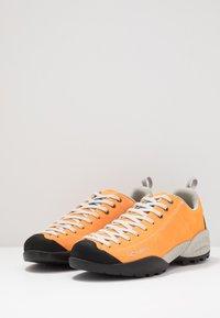 Scarpa - MOJITO - Climbing shoes - orange fluo - 2