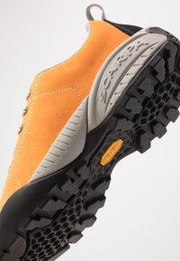 Scarpa - MOJITO - Climbing shoes - orange fluo - 5