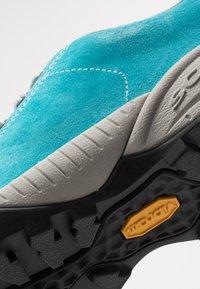 Scarpa - MOJITO - Climbing shoes - azure fluo - 5