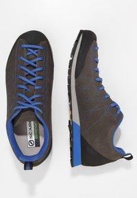 Scarpa - HIGHBALL   - Hiking shoes - shark/turkish blue - 1