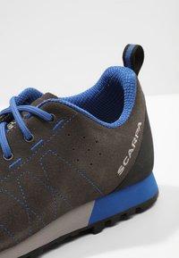 Scarpa - HIGHBALL   - Hiking shoes - shark/turkish blue - 5