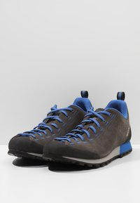 Scarpa - HIGHBALL   - Hiking shoes - shark/turkish blue - 2