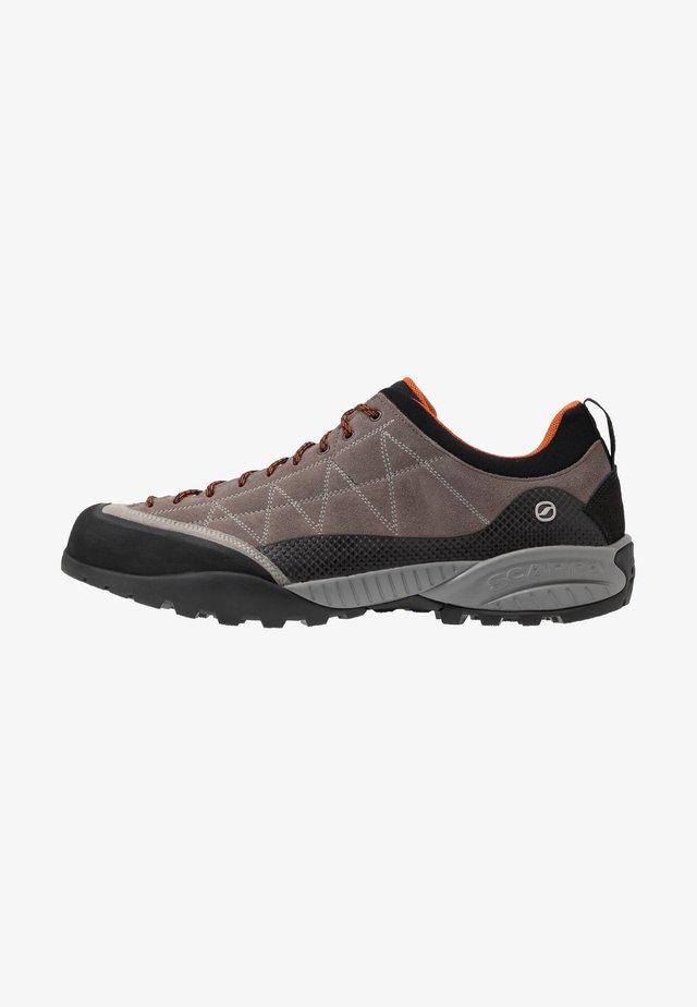 ZEN PRO - Hiking shoes - charcoal/tonic