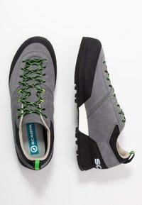 Scarpa - KALIPÈ - Hiking shoes - smoke/green fluo - 1