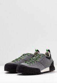 Scarpa - KALIPÈ - Hiking shoes - smoke/green fluo - 2