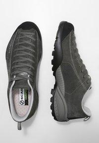 Scarpa - MOJITO GTX - Hiking shoes - shark - 1