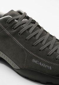 Scarpa - MOJITO GTX - Hiking shoes - shark - 5