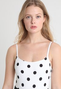 Solid & Striped - THE NINA BELT SMALL DOTS - Swimsuit - cream/black - 3