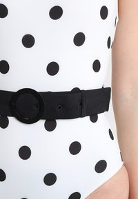 Solid & Striped - THE NINA BELT SMALL DOTS - Swimsuit - cream/black - 5