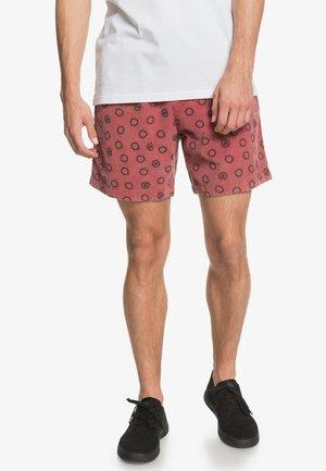 TAXER - Shorts - apple butter