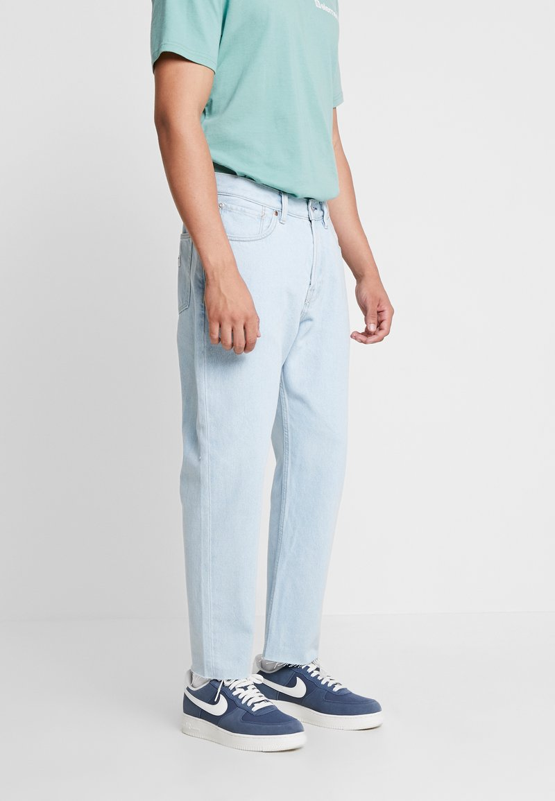 Quiksilver - UPSIZEDICE PANT - Jeans relaxed fit - ice