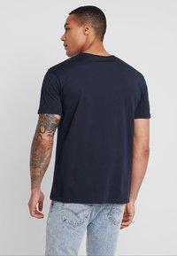 Quiksilver - GETBUZZYSS TEES - T-shirt print - sky captain - 2