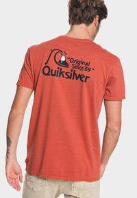 Quiksilver - BOUNCING HEART - Print T-shirt - burnt brick - 2