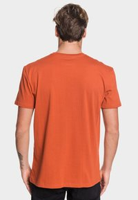 Quiksilver - REGULAR FIT - Print T-shirt - burnt brick - 2