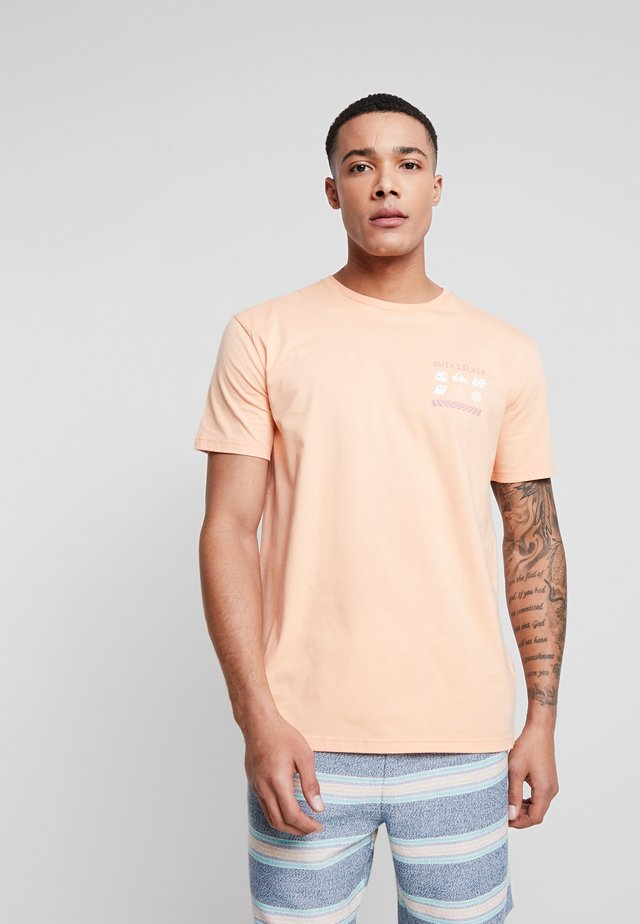 SLOWBURNSS - T-shirt print - coral sands