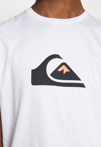 Quiksilver - COMPLOGOSS - Camiseta estampada - white - 5