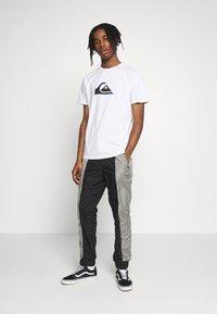 Quiksilver - COMPLOGOSS - Camiseta estampada - white - 1