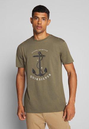 SAVIORSROADSSS - Camiseta estampada - kalamata