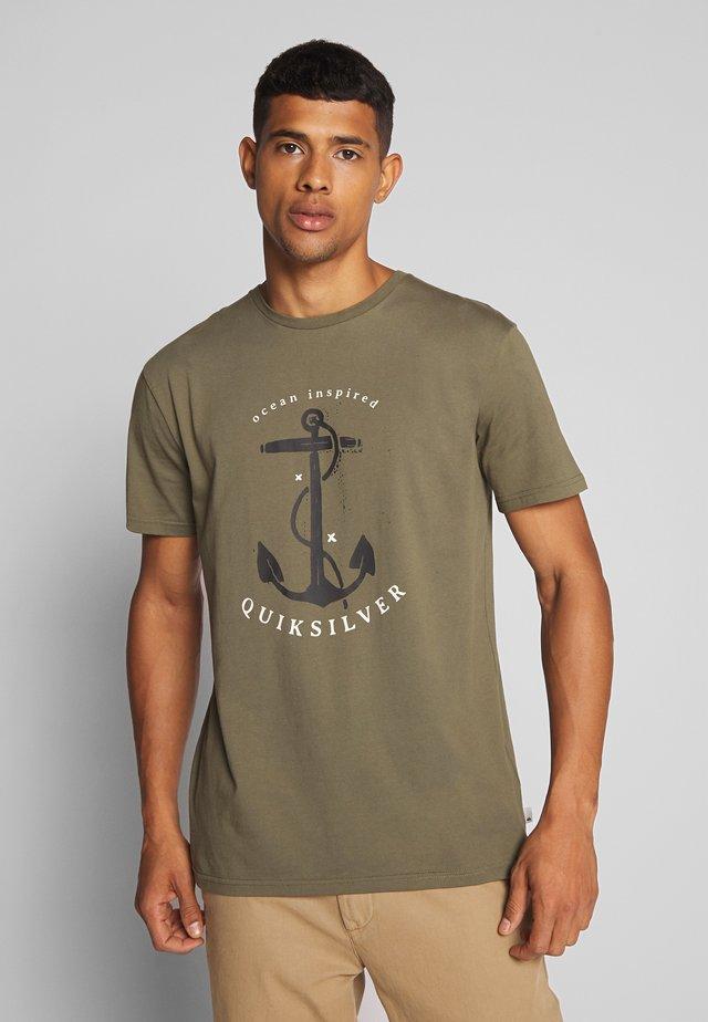 SAVIORSROADSSS - T-shirt con stampa - kalamata