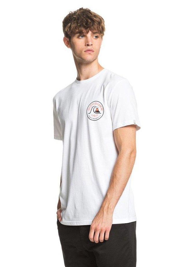 CLOSE CALL - T-Shirt print - white