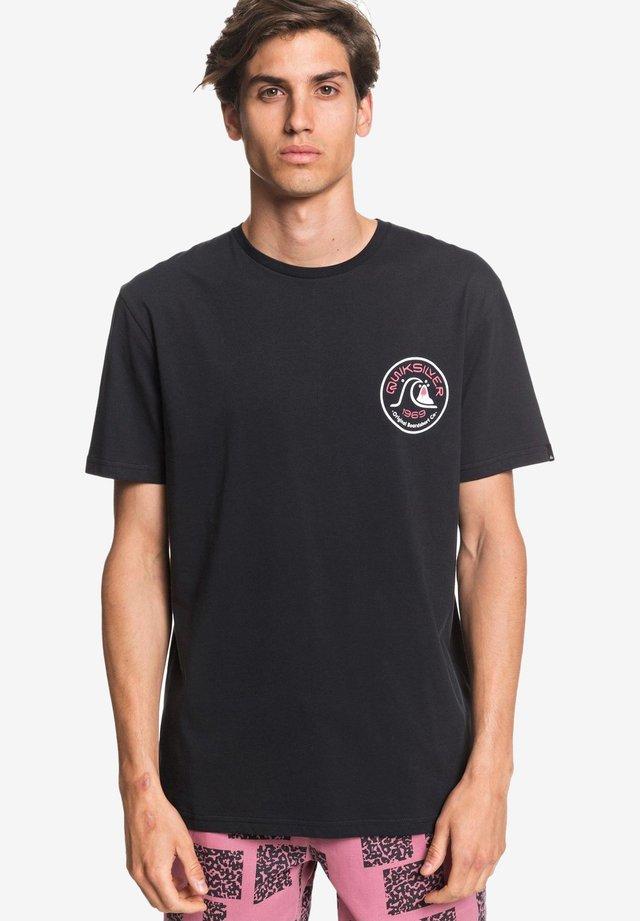 CLOSE CALL - T-shirt print - black