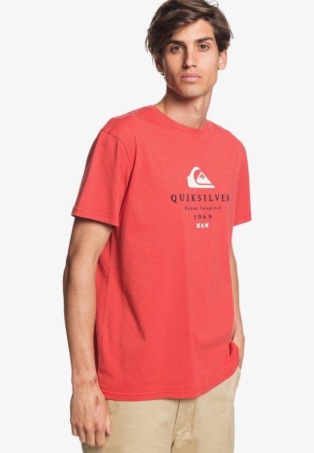 FIRST FIRE - Print T-shirt - baked apple