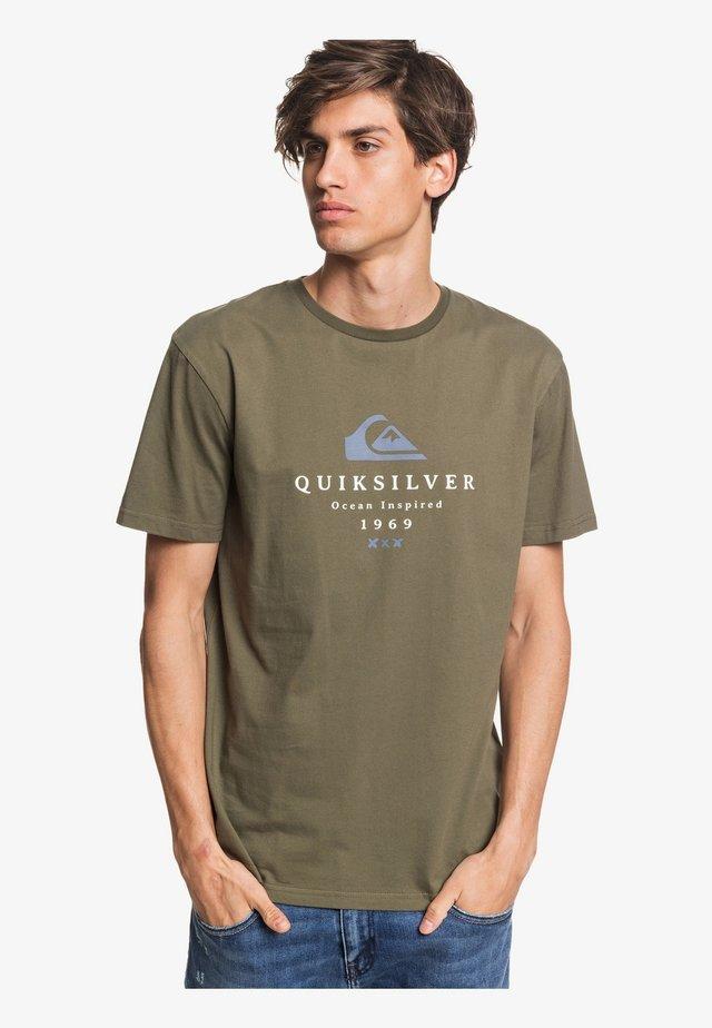 FIRST FIRE - Print T-shirt - green