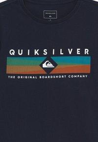 Quiksilver - DISTANT FORTUNE - T-shirt con stampa - navy blazer - 3