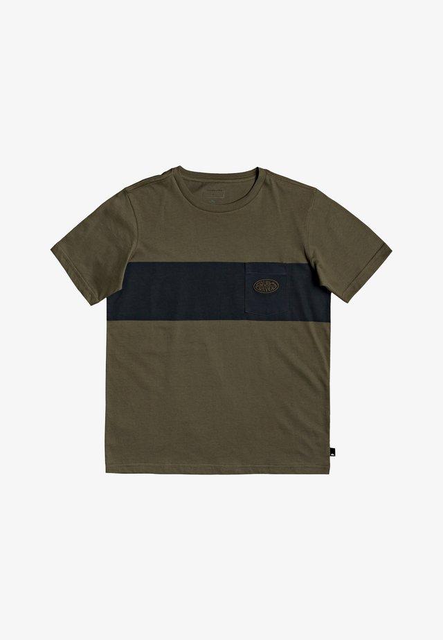 FAR BEHIND - T-Shirt print - kalamata